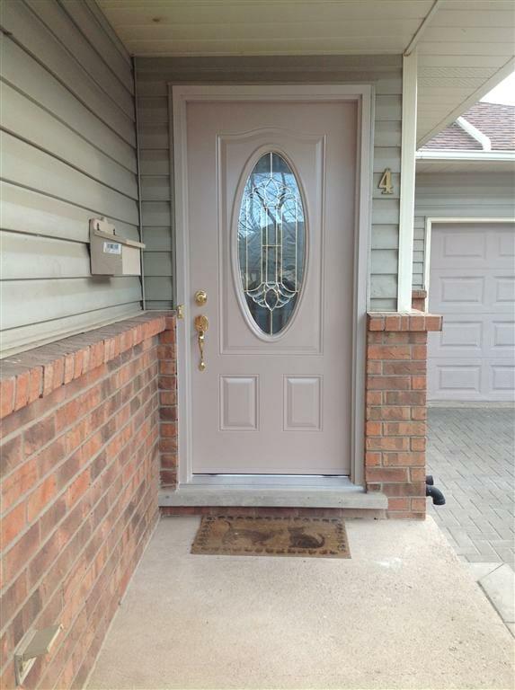 Sandal Wood Door With Royal Series Oval Gnhe Windows